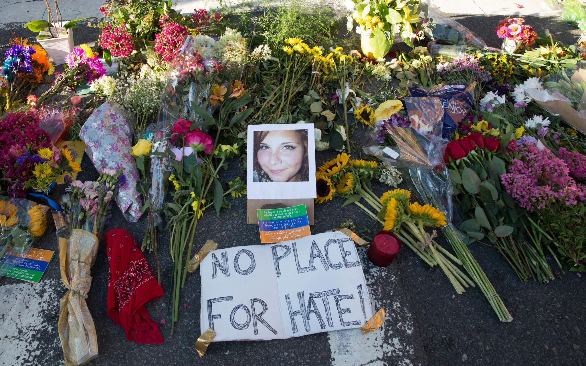 charlottesville warning signs photo of victim memorial